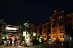 1号館とRed Brick Resort 2012入口 横浜赤レンガ倉庫.jpg