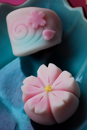 みどりや春の和菓子 さくら 春の水.jpg