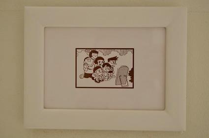 トイレ鏡前に飾られた絵藤子・F・不二雄ミュージアム.jpg