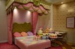 ベッドサイドにケーキ LADYkittyHouse.jpg