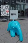 椿昇 くるまどめ「ペリコ」 象の鼻カフェ入口.jpg