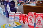 牛乳パック展示 横浜牛乳 近藤3.5牛乳 家畜に親しむ.jpg