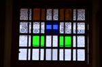 色硝子とギヤマン細工の小窓 1階土間 古民家岸邸.jpg