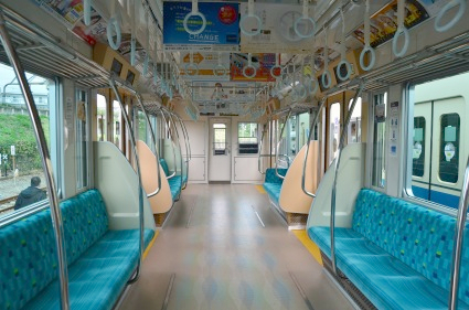 通勤車両1000形リニューアル車両 車内 車両展示小田急鉄.jpg
